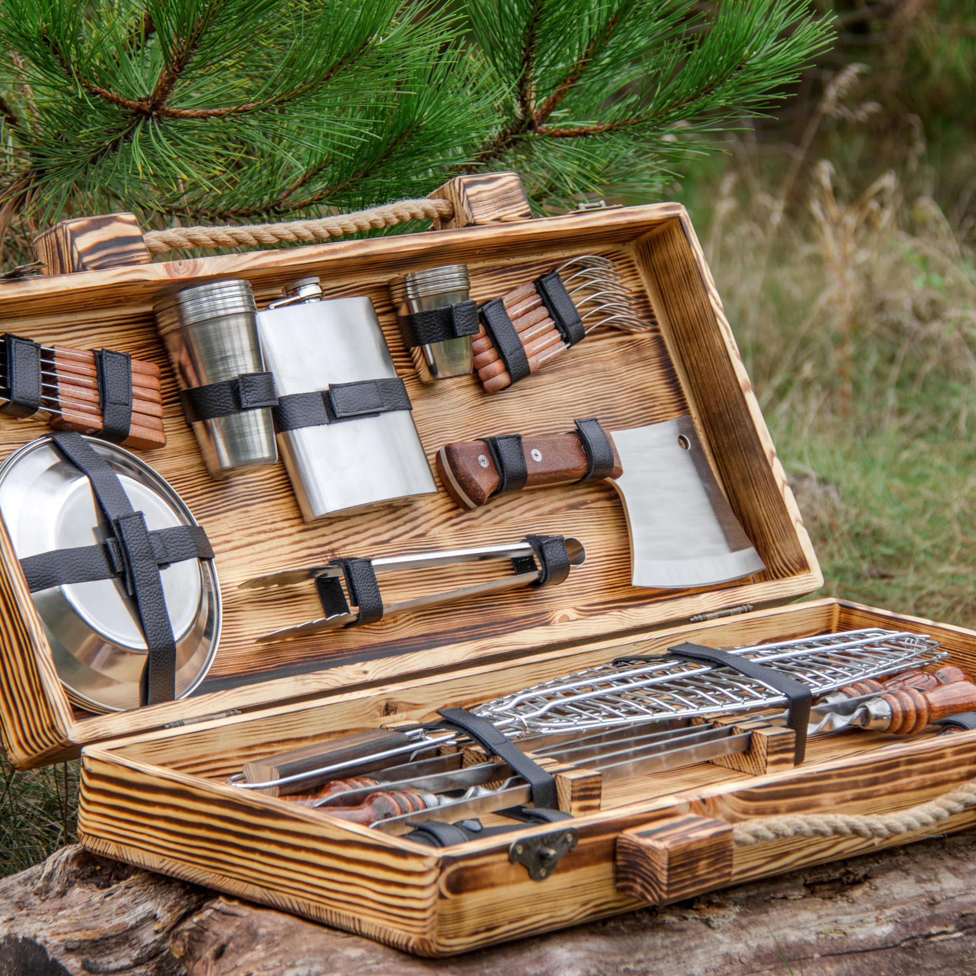 """Набор шампуров """"Ловчий"""" в деревянном кейсе."""